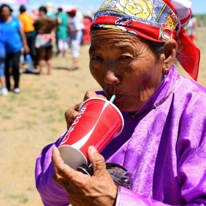 Coca Cola hat auch die Steppe fest im Griff.