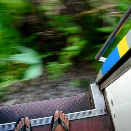 Trotz offener Türen - Um die Mittagszeit ist es im Zug fast unerträglich heiß.