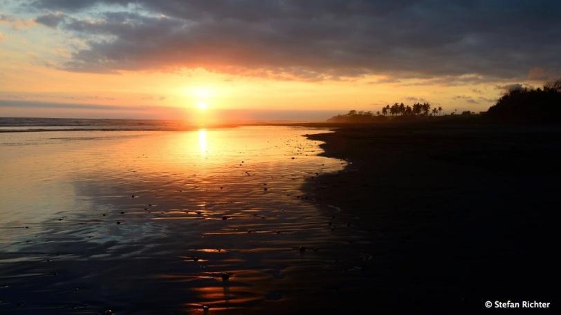 Sonnenuntergang am Strand - so sah es fast jeden Abend aus.
