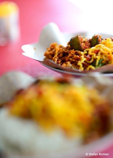 Reis, Nudeln, Erdnüsse und Gemüse - so lecker!