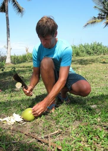 Coconut Time. Stefan kann ab sofort selber Kokosnüsse öffnen!