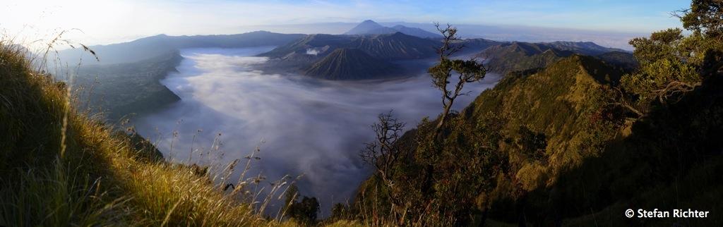 ...und ein Wahnsinns-Panorama über den Bromo-Tengger-Semeru National Park.