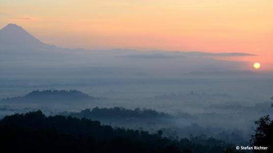 Borobudur ist der bedeutendste Tempel des Mahayana-Buddhismus auf Java.