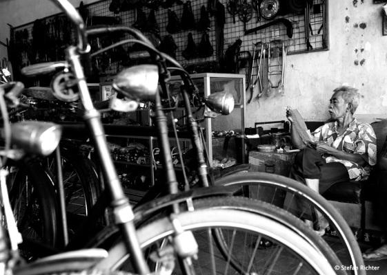 Ein Antik-Fahrradgeschäft.
