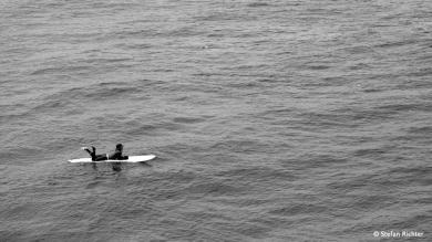 Die japanische Art auf eine Welle zu warten. Die gute Frau lag so täglich bestimmt 5 Stunden im Wasser.