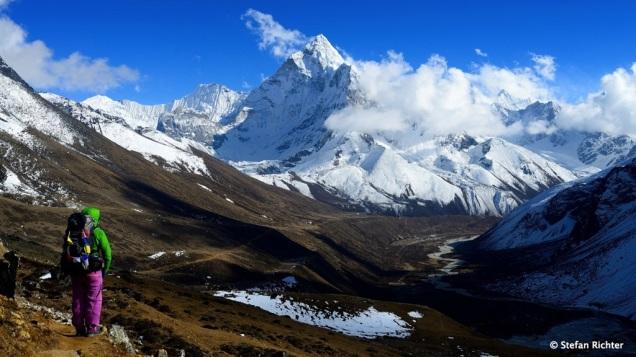 Nach einer Pause geht es weiter von Dzongla (4.843 m) bis Lobuche (4.910 m).