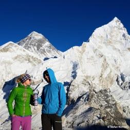 Zum Wohl! Ein Everest-Bier auf die erfolgreiche zweite Besteigung des Kala Patthar an einem Tag.