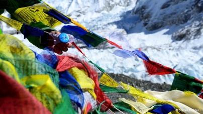 Wer jetzt eine Zeltstadt erwartet, den müssen wir enttäuschen. Momentan ist keine Saison am Everest, nur auf den Treks im Tal. Dafür haben wir uns verewigt.