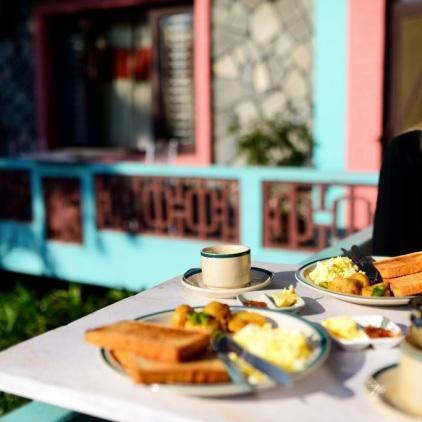 Frühstück in Pokhara.