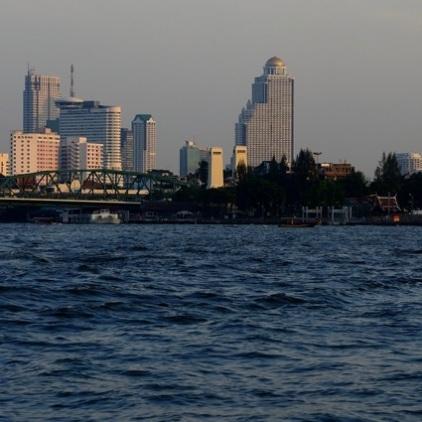 Bangkok vom Mae Nam Chao Phraya aus.