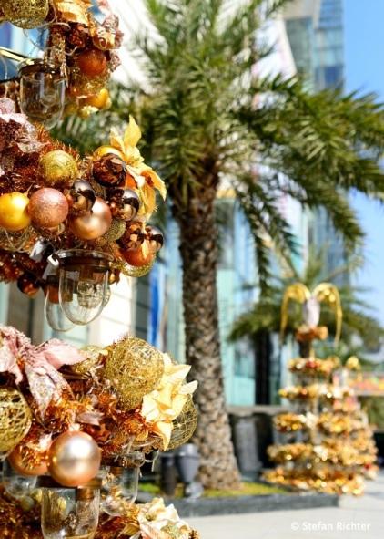 Weihnachtfeeling unter Palmen .