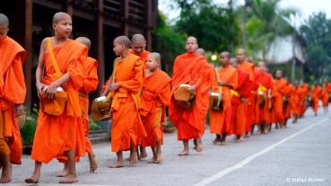 Die morgendliche Mönchsprozession in Luang Prabang.