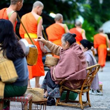 Reis für die Mönche.