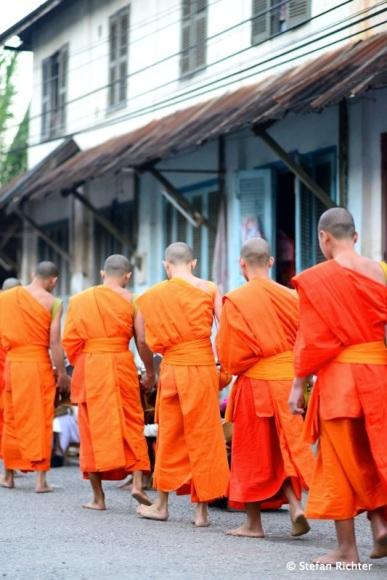 Die Zeremonie läuft sehr ruhig und meditativ ab.