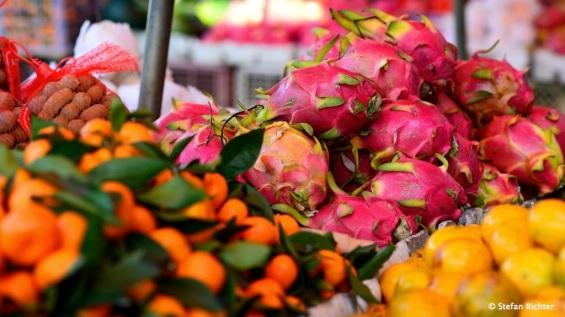 Frische Früchte in Vang Vieng? Gibt es, aber nur auf dem Markt außerhalb der Stadt.