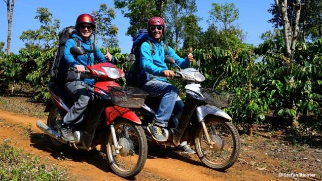 Lao-Moped-Gang...