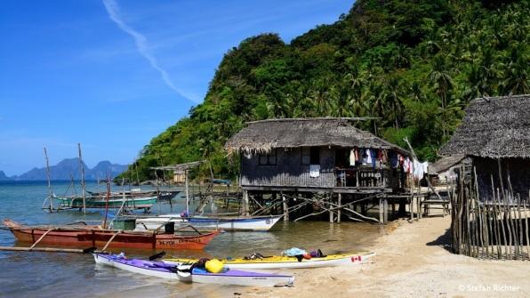 Kajaks vs. Buka (Philippinisches Fischerboot).