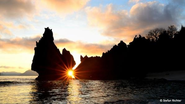 """Als wäre nichts gewesen. Sonnenaufgang an unserem """"Perfect Beach""""."""