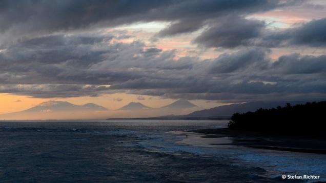 Sunset @ Balian mit Vulkanblick.