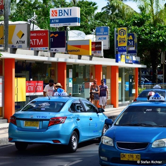 ATM Lounge: Geldziehe, Bankomat, EC-Automat - Visa, Mastercard, Meastro - geht alles.