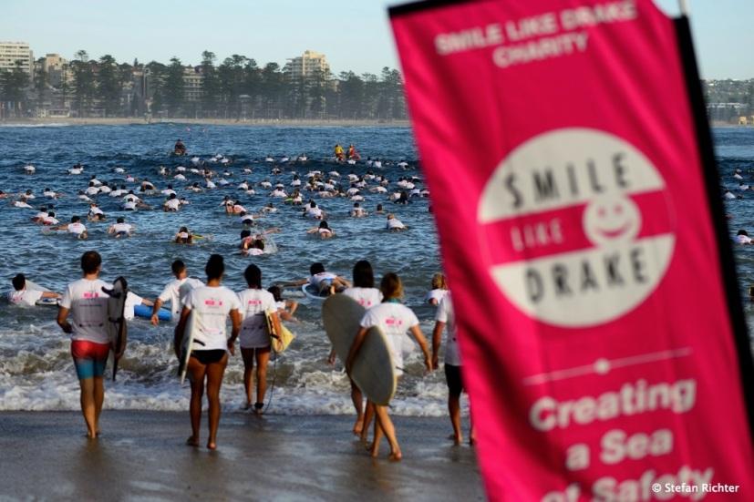 """Die Aktion """"Smile like Drake"""" hat über 200 Surfer zusammenkommen lassen."""