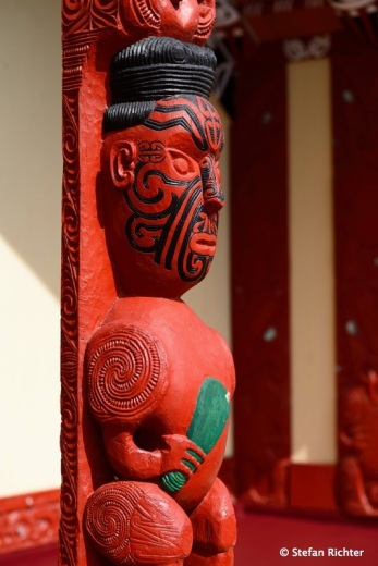 Maori Kultur: Die drei Finger stehen für Geburt, Leben und Tod.