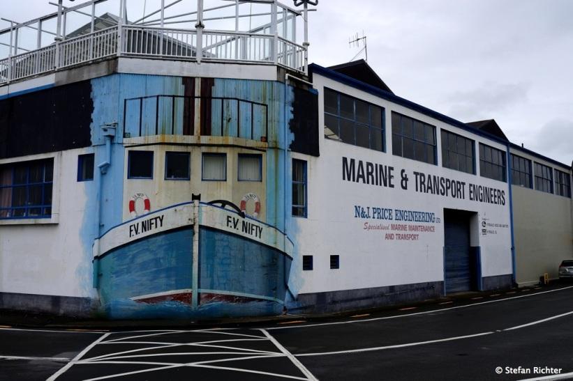 Leinen los im Hafen von Napier.