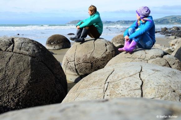 Moeraki Boulders. Julia und Stefan auf Weltreise in Neuseeland.