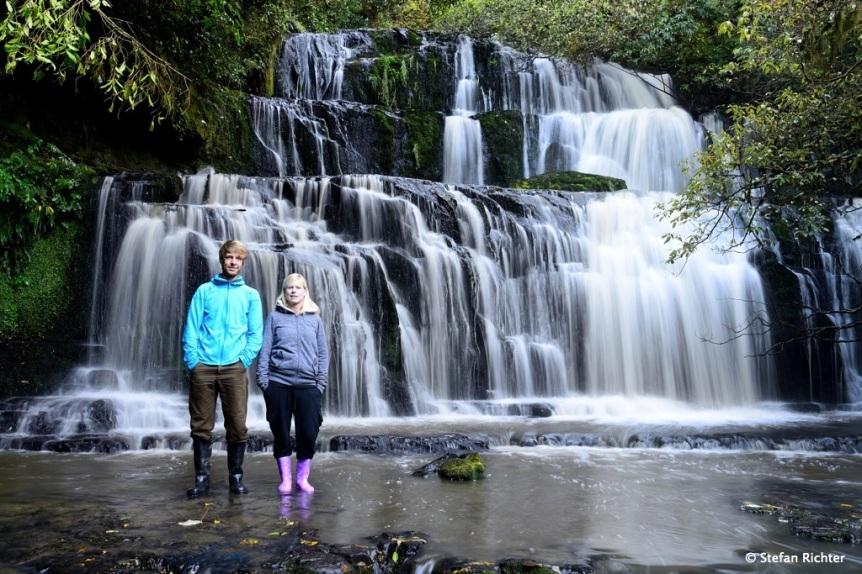 Die letzte Nacht war kalt. Nicht ausgeschlafen. Begrenzte Begeisterung beim meist fotografierten Wasserfall Neuseelands @ Purakauni Falls.