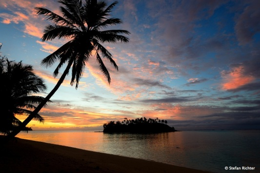 Sunrise @ Muri Beach.