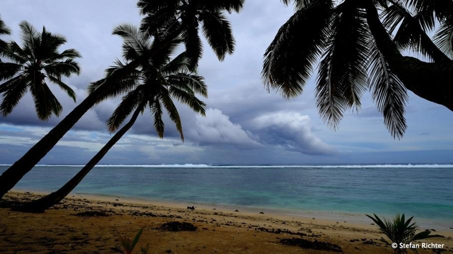 Dunkle Regenwolken über Rarotonga. Leider keine Seltenheit.