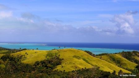 Blick über die Insel bis ans Ende der Lagune.