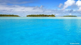 15 kleine Palmeninseln, sogenannte ,motu' liegen in der Lagune von Aitutaki.