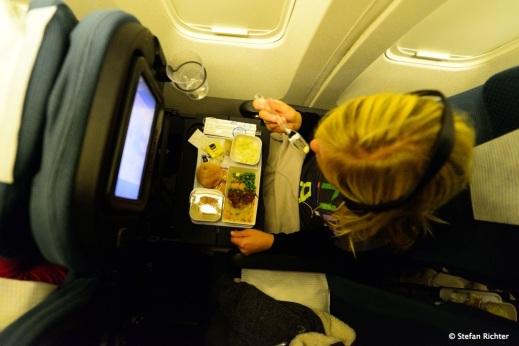 Air New Zealand Menü. Besser als bei Air Asia. Da gibt es nämlich nix.