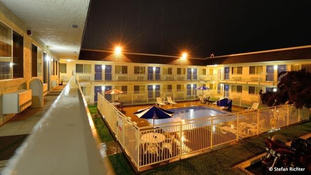 Der Regen hat für heute Nacht gewonnen. Wir sind ins Motel gezogen. Typisch amerikanisch und überraschend gut @ Cour D'Alene, Idaho.