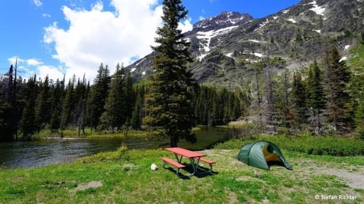 Einer der vielen schönen Campingplätze. Alle mit persönlicher Feuerstelle und Picknicktisch ausgestattet. Sehr benutzerfreundlich.
