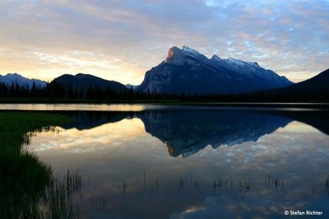 Morgens ganz früh in Banff @ Vermilion Lake mit Mount Rundle (2.948m).