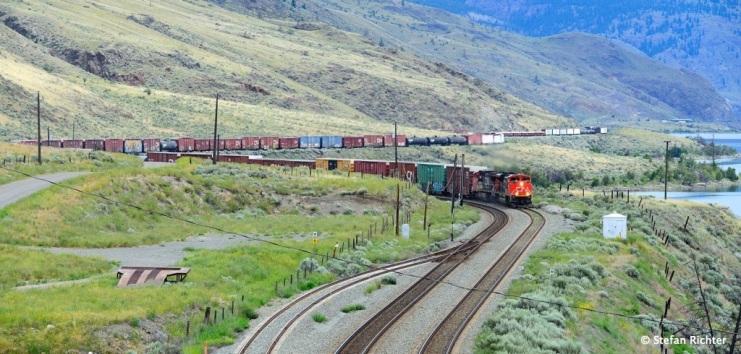 Klassischer Zug in Nordamerika. Gefühlte 100 km lang.