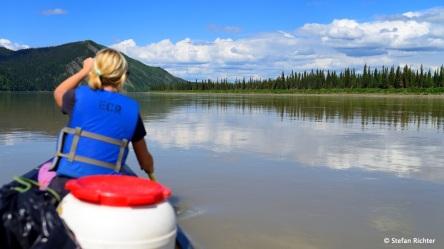 Paddeln auf dem Yukon im Yukon-Charley Rivers National Preserve.
