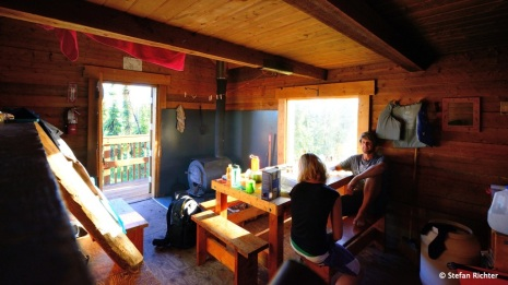 Nach einem Regentag kommt pünktlich bei der Ankunft in der Hütte die Sonne raus.