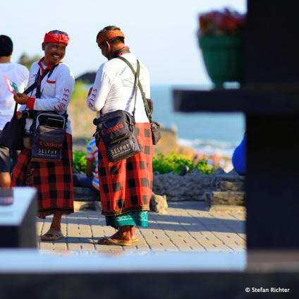 Die 'Selphy'-Männer von Tanah Lot.