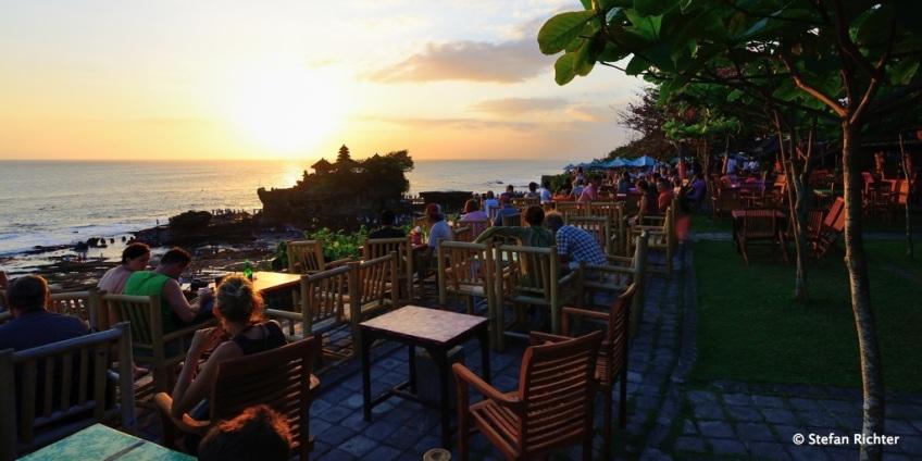 Die Aussichtsterrasse für den Sonnenuntergang ist nahezu perfekt - wenn auch leicht touristisch :-).