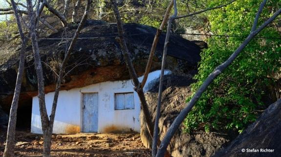 Haus im Fels.