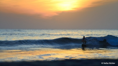 Der Morgen ist einfach die beste Zeit des Tages: Sunrise Surf @ Peanuts, Arugam Bay.