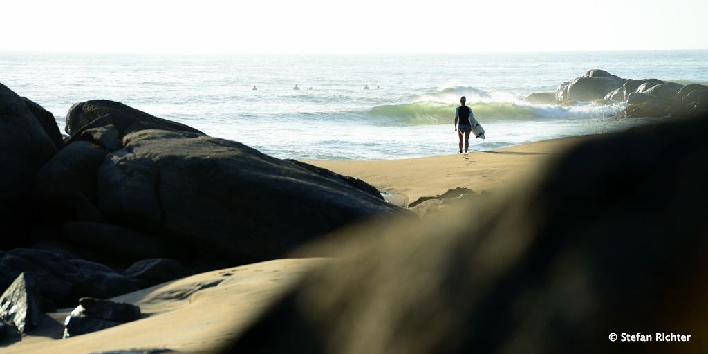 Nach der Welle ist vor der Welle - es geht wieder ins Wasser.