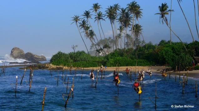 Die einen angeln um vom Fisch zu leben, die anderen angeln für Touristenfotos und lassen sich dies fürstlich bezahlen.
