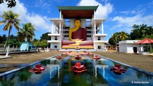 Weherehena Tempel bei Matara im Süden Sri Lankas.