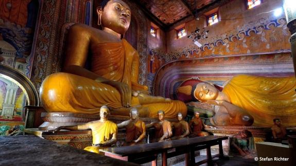Auch im Inneren des Tempels ist Buddha der Größte.