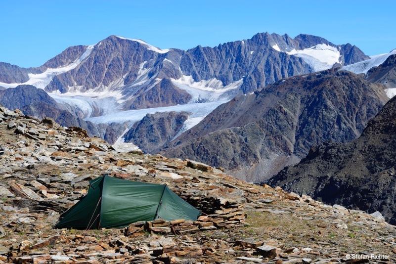 Das Zelt steht. Der Ausblick passt auch.