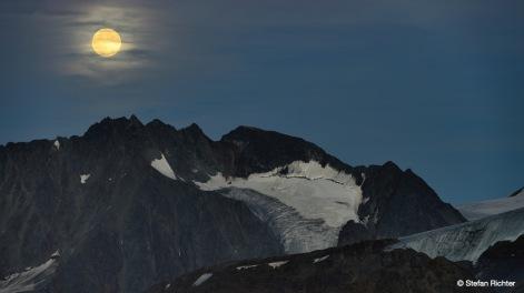 Mondschein über den Tiroler Bergen.